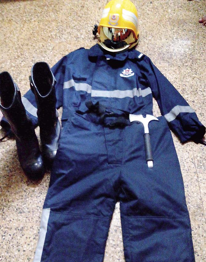 Mumbai Chief Disciplines 22 Firefighters for Not Wearing PPE