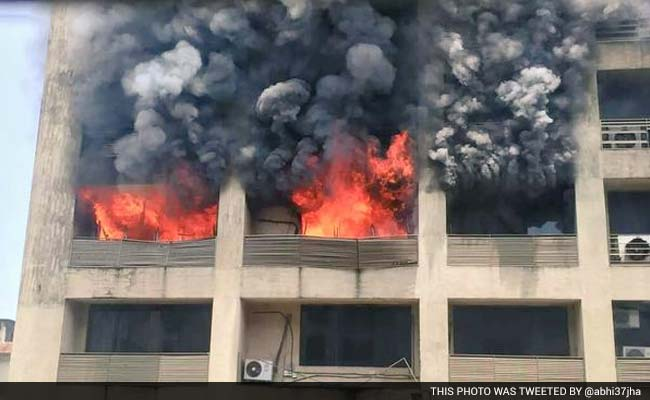 Major Fire Breaks Out in Mumbai's Malad, None Hurt