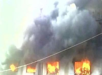 Fire at powerloom unit in Mumbai's suburb Bhiwandi, several people feared trapped