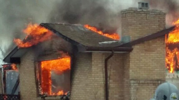 Fire engulfs house in Deer Valley, Sask