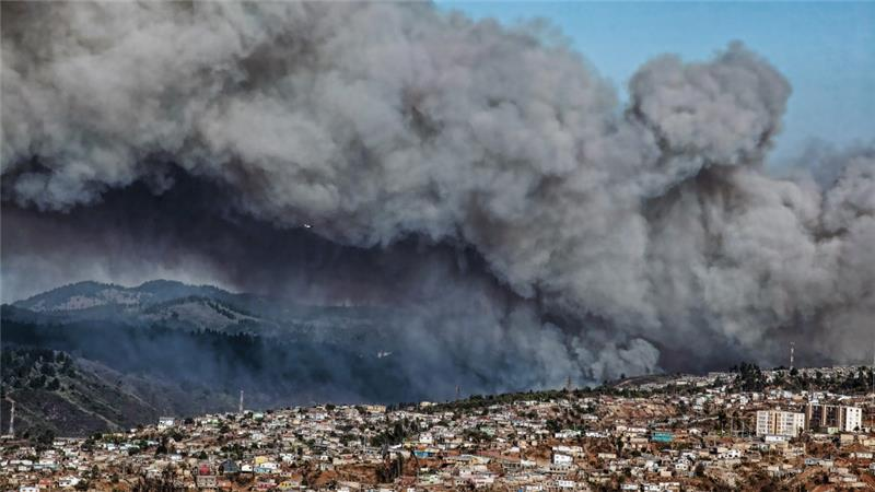 Chile evacuates thousands as fire threatens Valparaiso