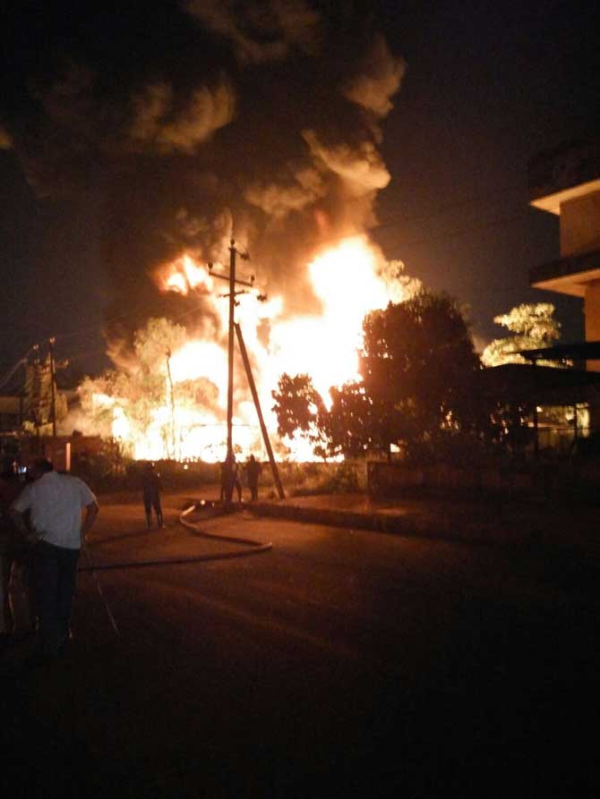 Fire officer injured in massive fire at Ghatkopar